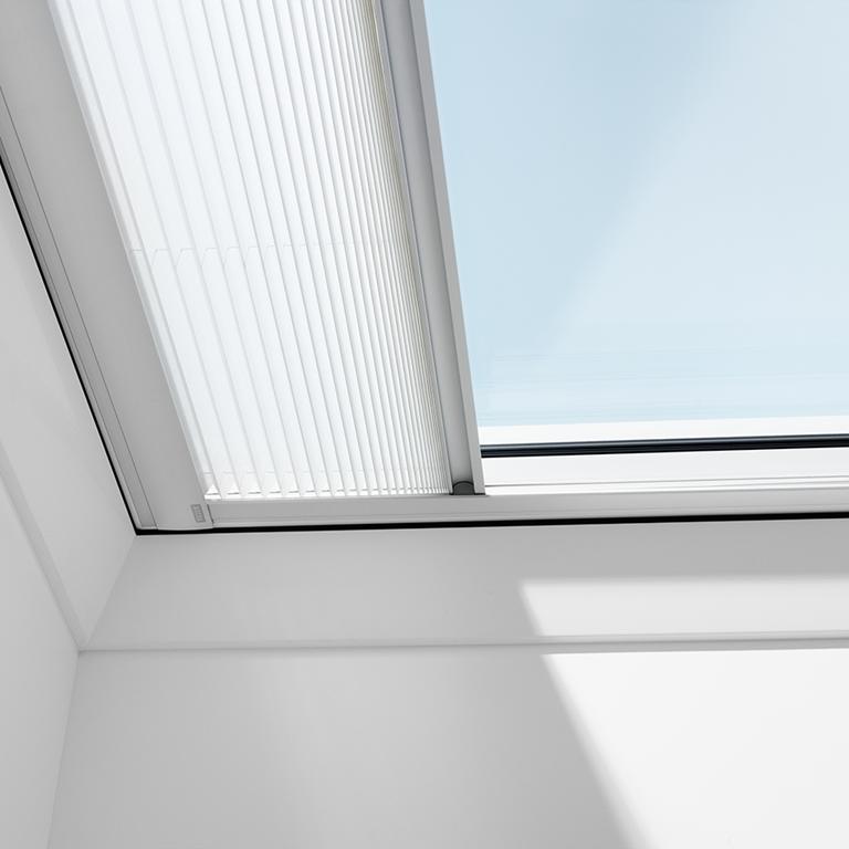 Marchisette per tetti piani velux protezione dal calore for Finestre x tetti
