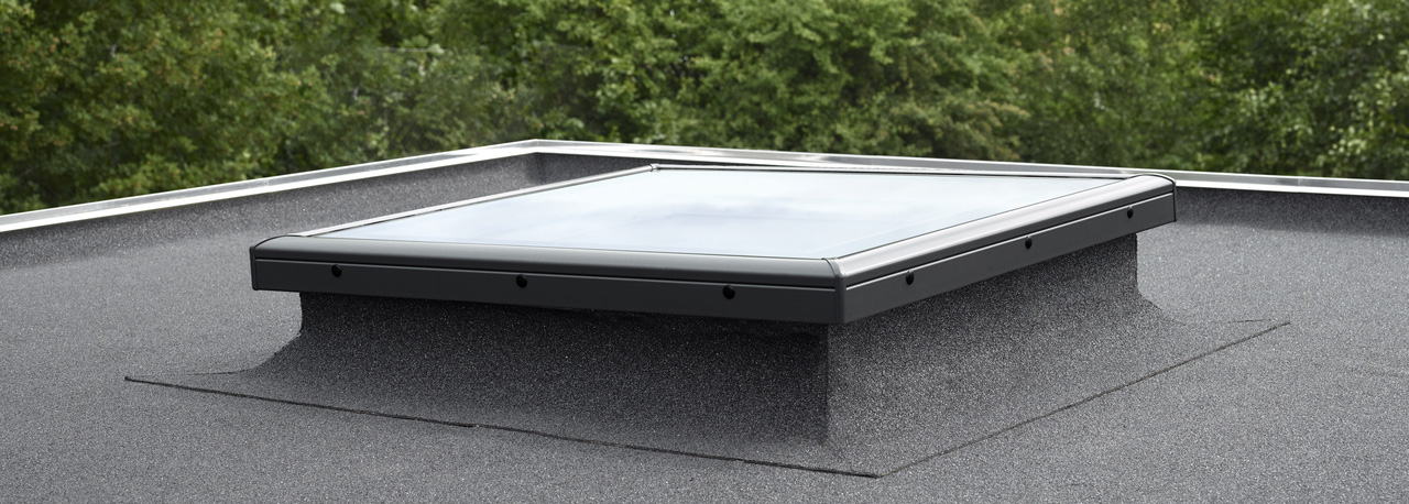 fen tres pour toit plat vitrage plat velux de la lumi re et de la ventilation pour les. Black Bedroom Furniture Sets. Home Design Ideas