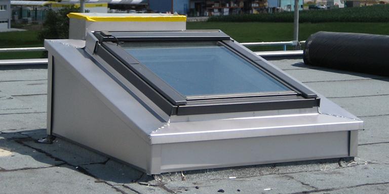 finestre per tetti piani velux economiche e ad. Black Bedroom Furniture Sets. Home Design Ideas