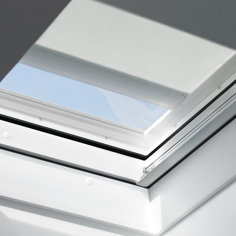 stores pliss s pour fen tres pour toit plat lumi re agr able. Black Bedroom Furniture Sets. Home Design Ideas