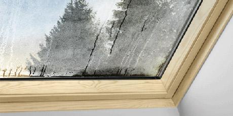 Viter la condensation sur les fen tres de toit for Moisissure fenetre