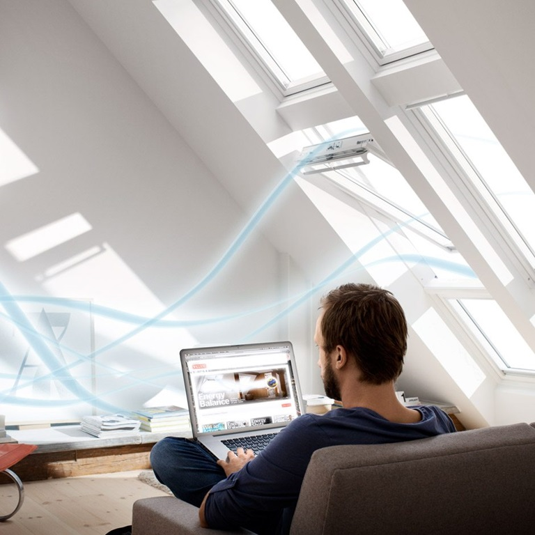 viter la condensation sur les fen tres de toit. Black Bedroom Furniture Sets. Home Design Ideas