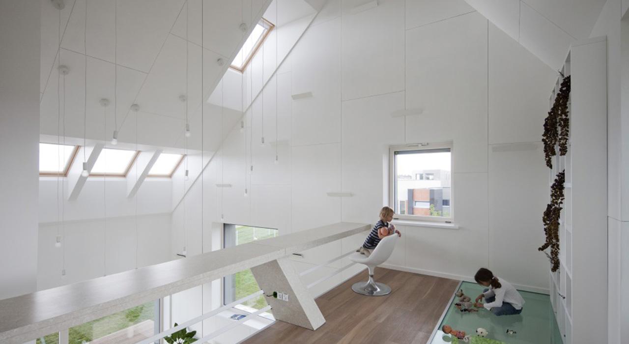 Id es pour le salon avec des fen tres de toit velux for Fenetre hors ecran