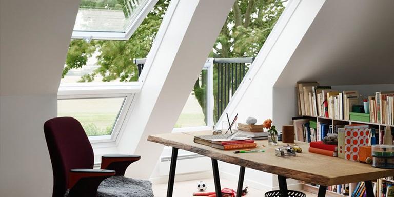 velux dachbalkon der balkon schafft zus tzlichen raum. Black Bedroom Furniture Sets. Home Design Ideas