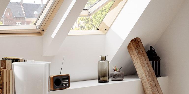 fen tres de toit ouverture par rotation velux avec vue. Black Bedroom Furniture Sets. Home Design Ideas
