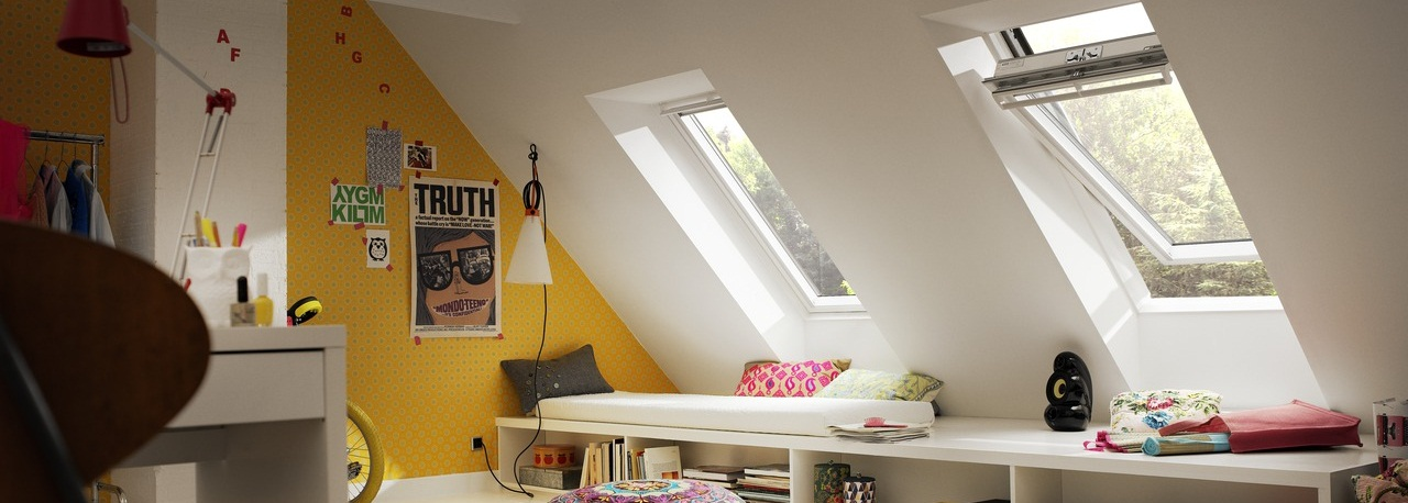 fen tres de toit ouverture par rotation velux avec vue. Black Bedroom Furniture Sets. Home Design Ideas