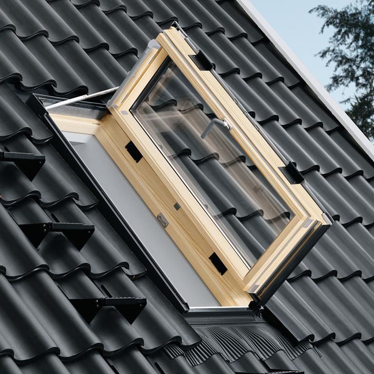 Uscita sul tetto e manutenzione velux uscita sicura for Finestre velux per accesso al tetto